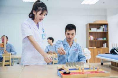 康复治疗技术专业-康复医师的关怀