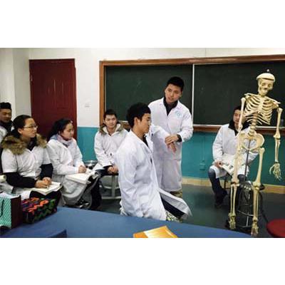 成都铁路卫生学校(康复治疗技术专业)学费是多少