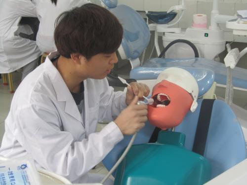 成都中医大针灸学校